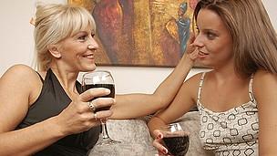 Sexy lesbo hottie doing her way older girlfriend