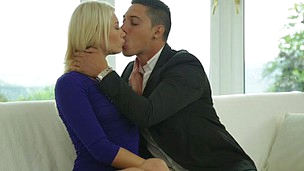 Foxy blond with amazing body Lindsey Olsen gets a passionate love